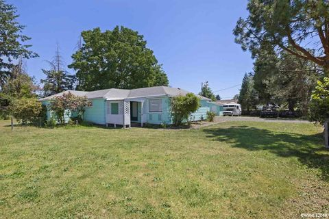 Photo of 219 S 13th St, Lebanon, OR 97355