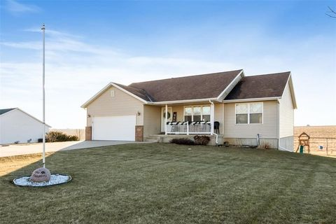 Photo of 505 Sweetbriar Dr, Norway, IA 52318