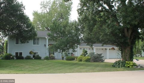 Photo of 10 Lakeview Dr, Fulda, MN 56131