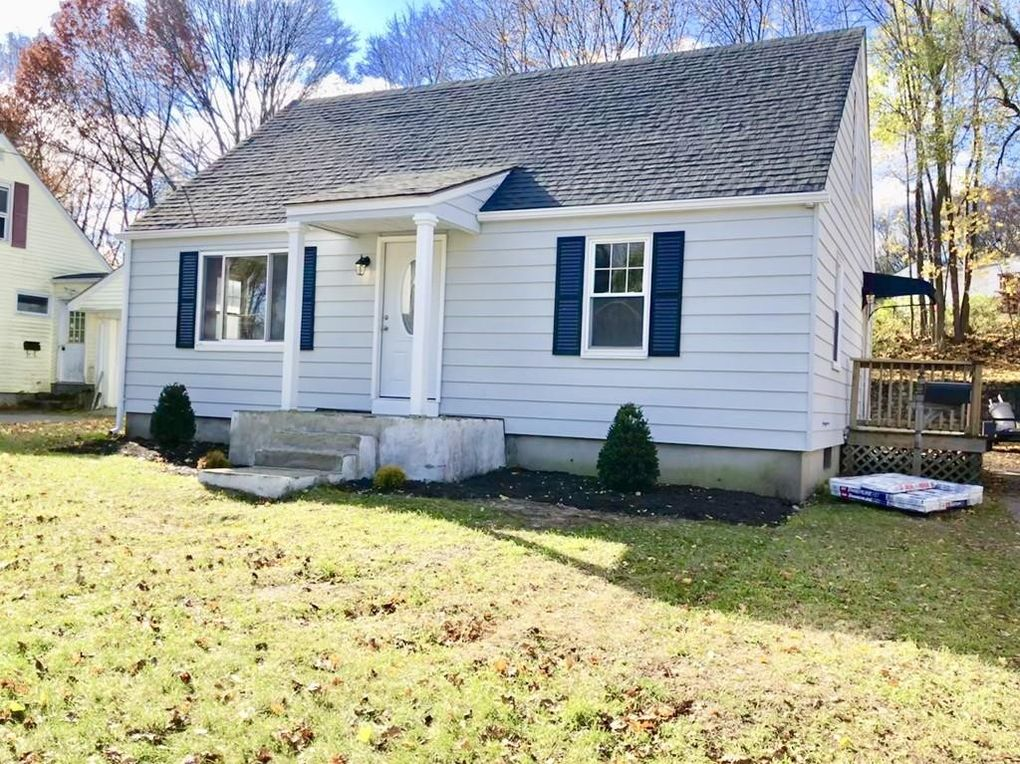 49 2nd Island Rd, Webster, MA 01570