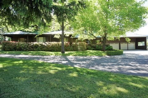 Photo of 31093 Terry Mill Rd, Round Mountain, CA 96084