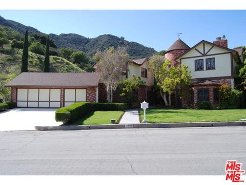 Photo of 17606 Camino De Yatasto, Pacific Palisades, CA 90272