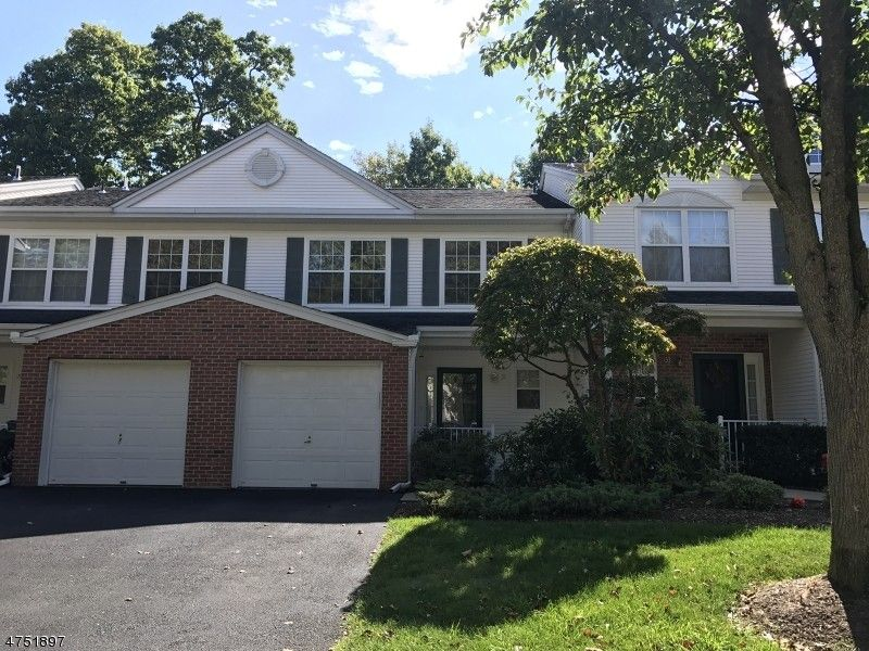 31 Maple Ln, Mount Arlington, NJ 07856