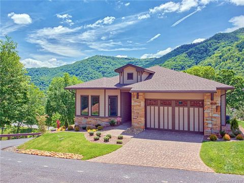 Photo of 61 Plateau Dr, Maggie Valley, NC 28751