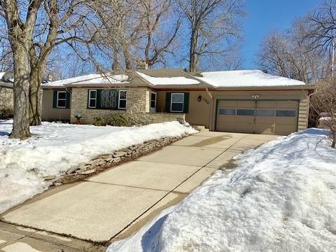 Photo of 720 N 113th St, Wauwatosa, WI 53226