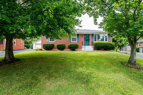 Photo of 1708 Scarborough Ct, Lexington, KY 40505