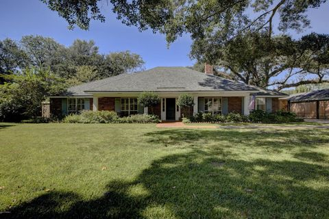 610 woodvale blvd lafayette la 70503 home for sale for Executive house lafayette la