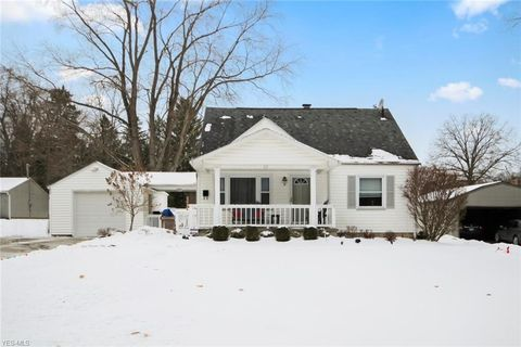 Photo of 112 Hopewell Dr, Struthers, OH 44471