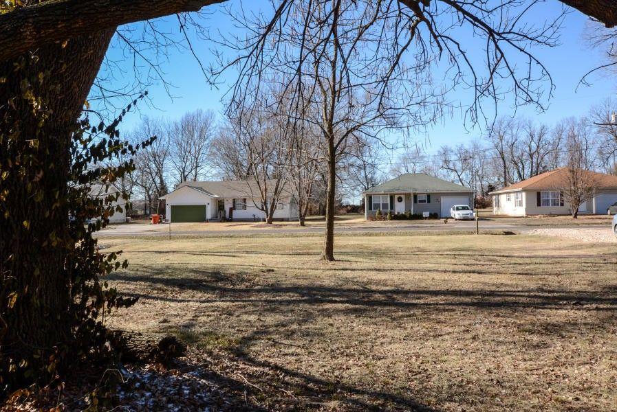 1820 N Marlan Ave, Springfield, MO 65803