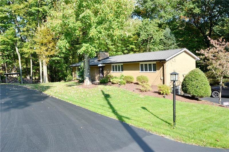 206 Cherokee Dr Center Township, PA 16001