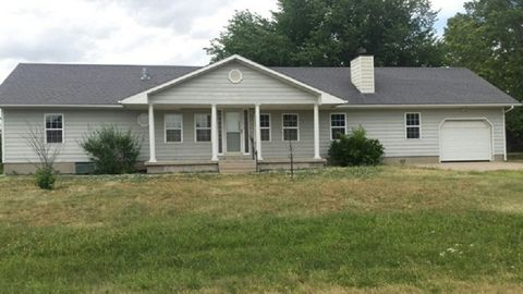 Photo of 200 Michelle Dr, Walton, KS 67151