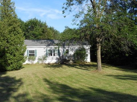 3 Valcour Heights Dr, Peru, NY 12972