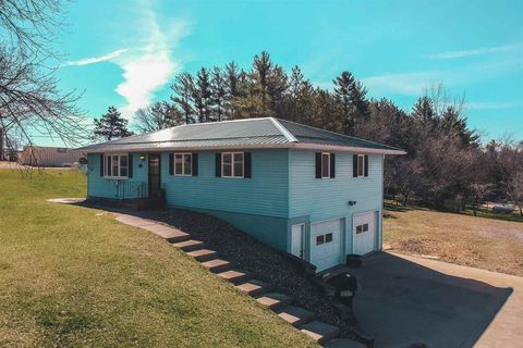 Photo of 15302 Middle Rd, Dubuque, IA 52002