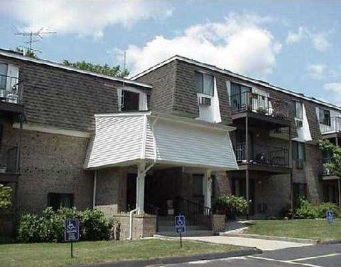 752 Quaker Ln, Warwick, RI 02818
