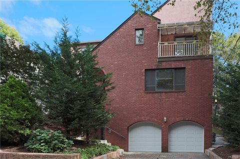 643 Locust St Unit Right, Mount Vernon, NY 10552