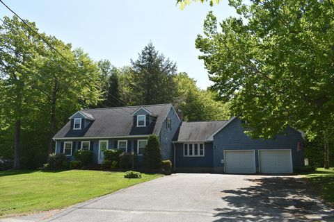 Photo of 77 Pennwood Rd, Winthrop, ME 04364