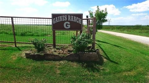 Photo of 2035 W Gaines Rd, Petrolia, TX 76377