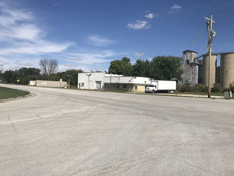 101 N State Route 47 Hwy, Sibley, IL 61773