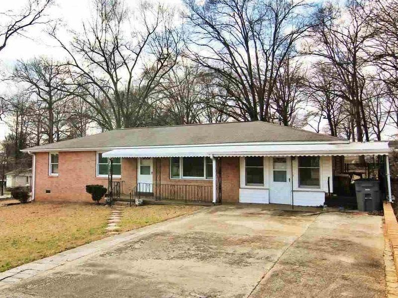 1 Kentland Ln, Greenville, SC 29611