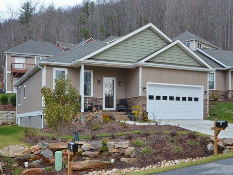 999 Village Overlook Loop, Swannanoa, NC 28778