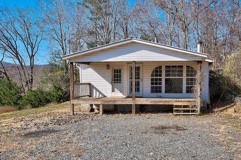 1128 Carters Ridge Rd, Spruce Pine, NC 28777