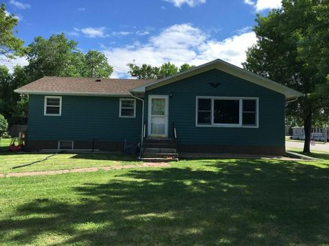 Photo of 516 1st Ave N, Ellendale, ND 58436