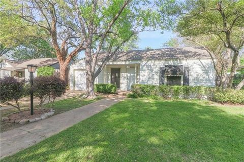 Photo of 704 N Bailey Ave, Fort Worth, TX 76107