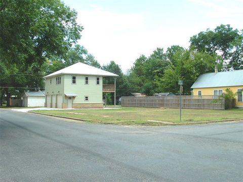 Photo of 306 Olive St, Smithville, TX 78957