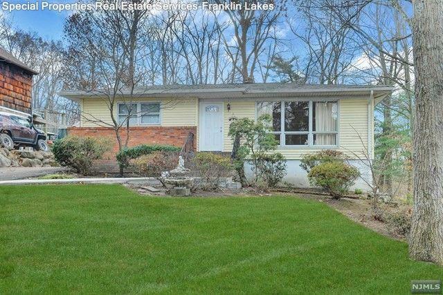 27 Short Pl, Ringwood, NJ 07456