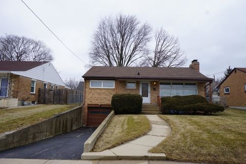 Photo of 724 Hastings St, Elgin, IL 60120