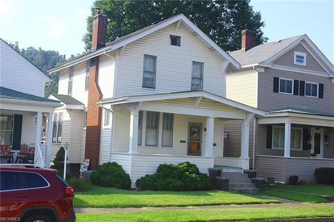 Photo of 1211 Pearl St, Martins Ferry, OH 43935
