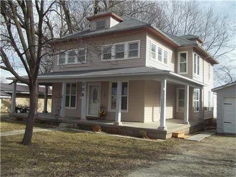 306 N Oak St, Garnett, KS 66032