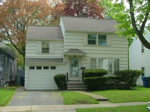 Photo of 65 Fort Hill Ter, Rochester, NY 14620