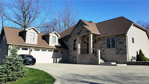 1015 Old Royalwood Rd, Broadview Heights, OH 44147