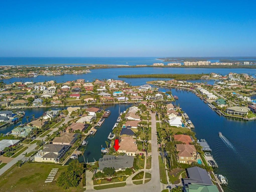 marco island catholic singles The marco beach ocean resort is on our south side if you are driving to us there is a pay to park lot on 721 southcollier boulevard from there, use the beach access walk across the boulevard at the north side of the crystal shores resort.