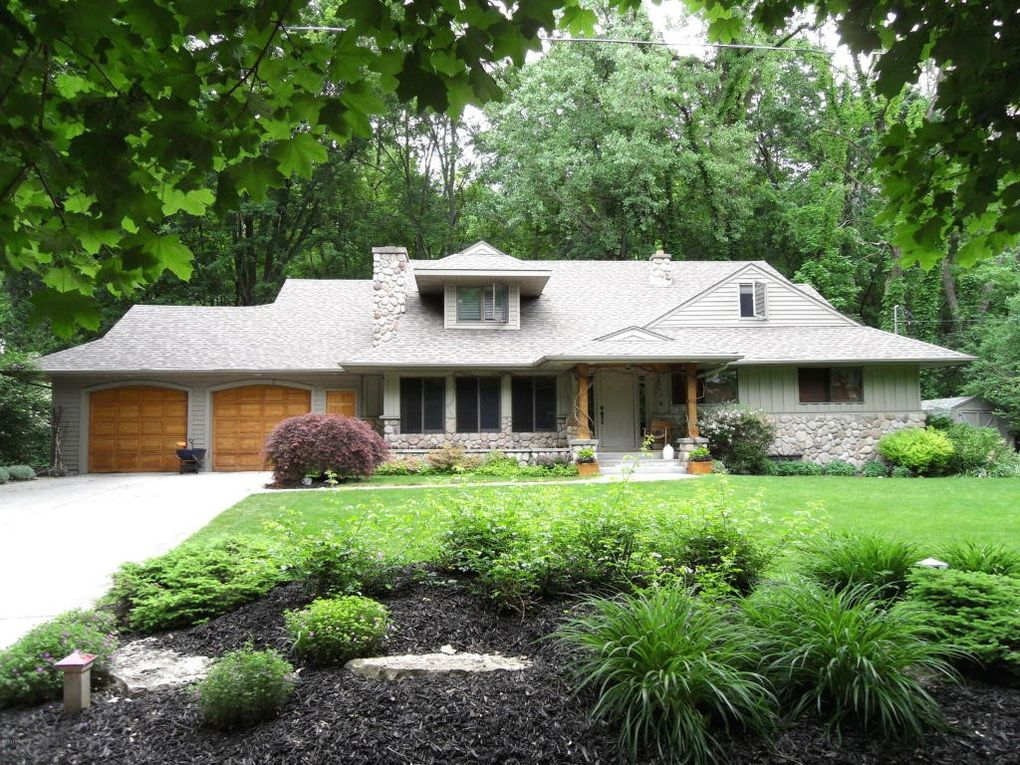 2863 Reeds Lake Blvd Se, East Grand Rapids, MI 49506
