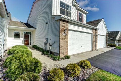 4699 Bloomberg Ln, Inver Grove Heights, MN 55076