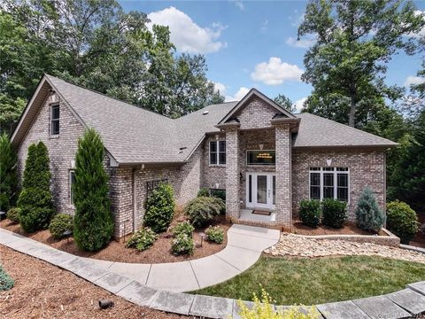 Photo of 129 Ridge Top Rd, Mooresville, NC 28117