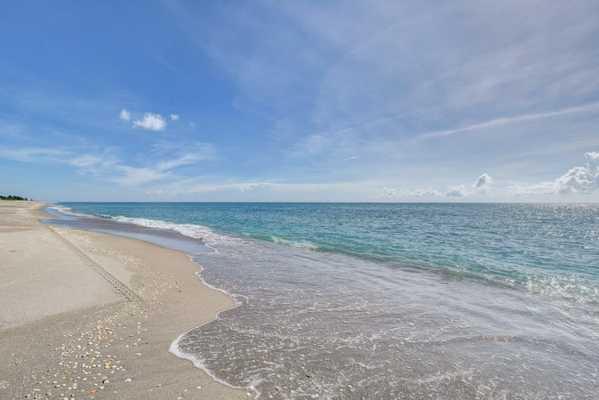 Florida Living Realty Company Hobe Sound, FL
