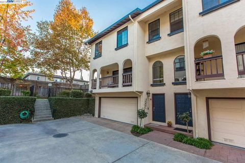 1971 W Middlefield Rd Apt 8, Mountain View, CA 94043