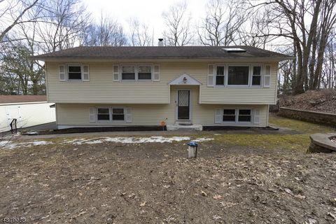 Photo of 33 Mountain Rd, Roxbury Township, NJ 07852