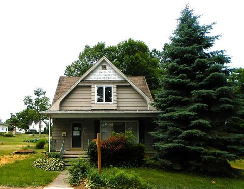 413 N West St, Angola, IN 46703