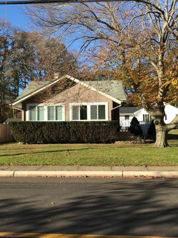 Photo of 455 Roosevelt Ave, Oakhurst, NJ 07755