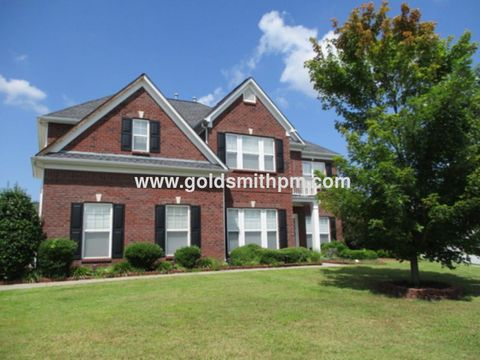 Photo of 2 Broomcage Ct, Simpsonville, SC 29680