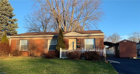 Photo of 3591 Hiwood Ave, Stow, OH 44224
