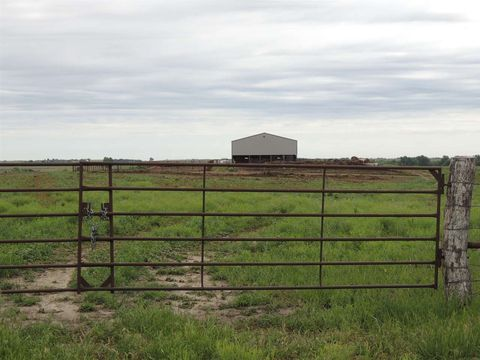 Photo of 2027 Frontier Rd, Clay Center, KS 67432