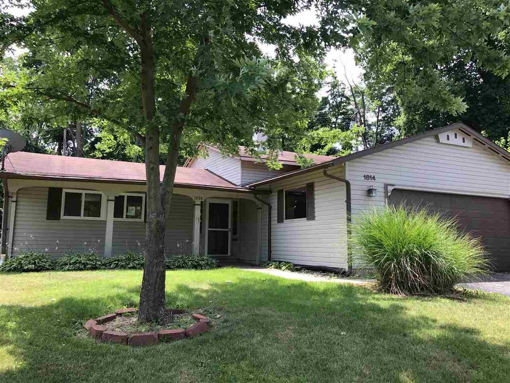 1814 Woodmont Dr, South Bend, IN 46614