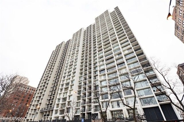 3200 N Lake Shore Dr Apt 2810 Chicago, IL 60657