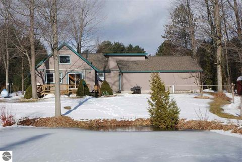 Photo of 2631 W Cedar Lake Rd, Greenbush, MI 48738