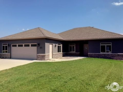 517 34th St, Milford, IA 51351